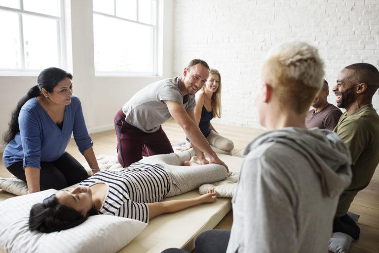 masseur en formation - école - OFPA - FFMBE - France Massage